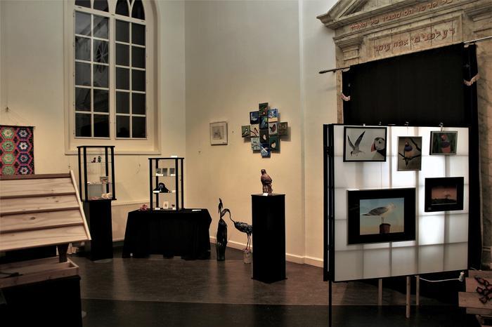 Sjouwen bij opbouw expositie Synagoge